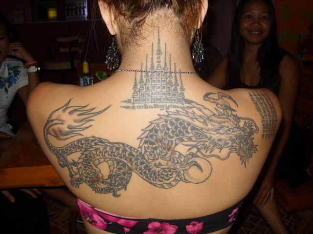 Tatouage de dragon kxactus - Tatouage dos femme ...