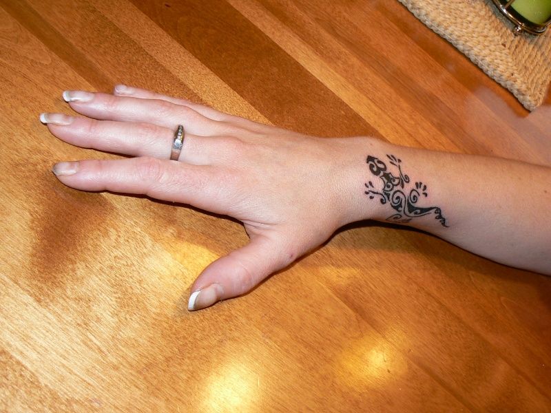 Image tatouage poignet homme - Tatouage poignet homme ...