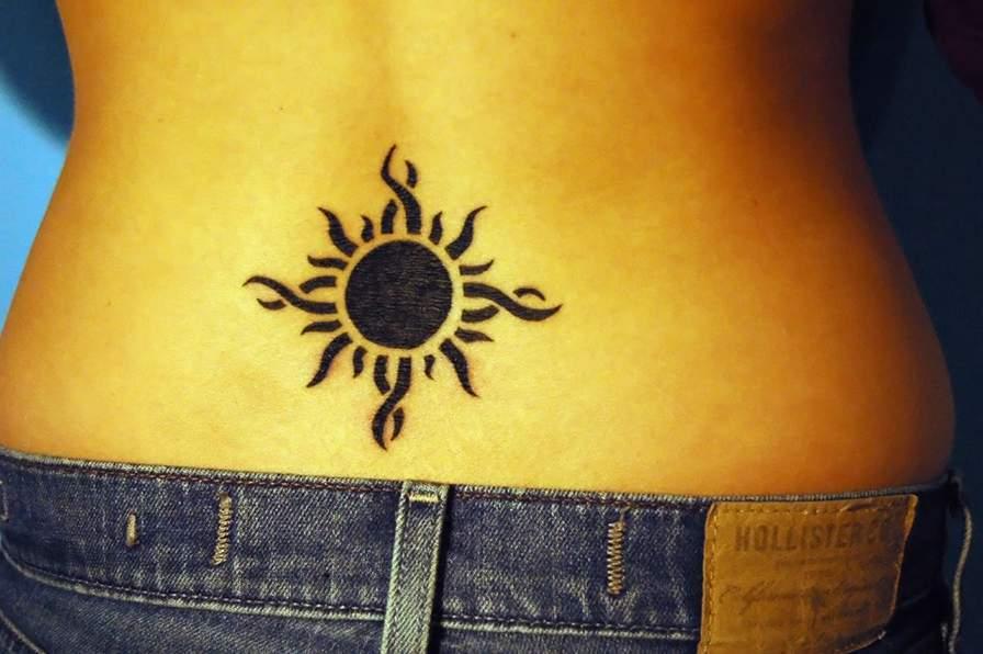 soleil photos et modles de tatouages petit bas dos tattoo. Black Bedroom Furniture Sets. Home Design Ideas